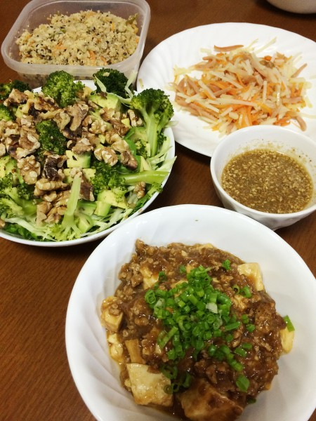 麻婆豆腐、アボガドとブロッコリー・クルミのサラダ、ハム・ジャガイモ・人参の炒め物、おから