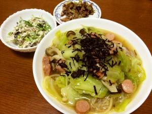 きのことソーセージの和風スープスパゲティ、砂肝の塩だれ炒め、ひじきの煮物の白和え