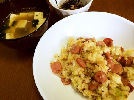 ソーセージ炒飯、わかめと豆腐のスープ、ひじきと大豆の煮物