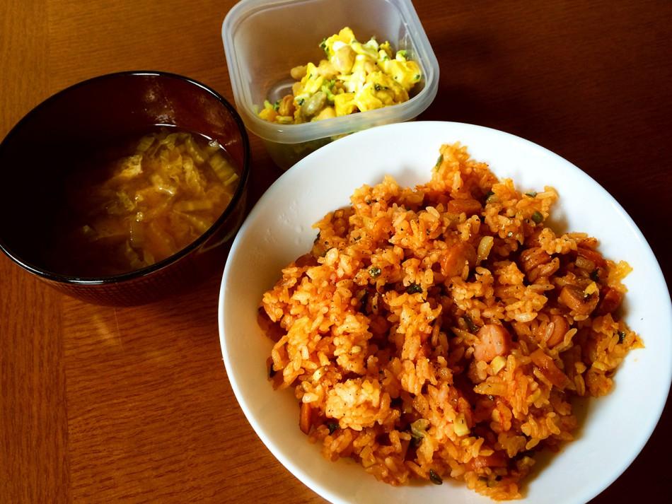 ケチャップライス、ミックスビーンズと南瓜のサラダ、白菜と油揚げの味噌汁