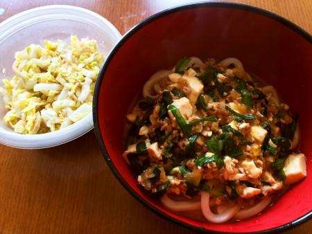 【嫁の旦那の飯】麻婆豆腐うどん、白菜の鰹節和え