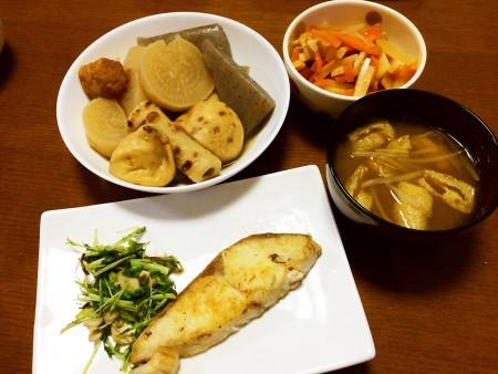 塩ヒラマサの焼き魚、おでん、根野菜のさっぱり煮、もやしと油揚げの味噌汁
