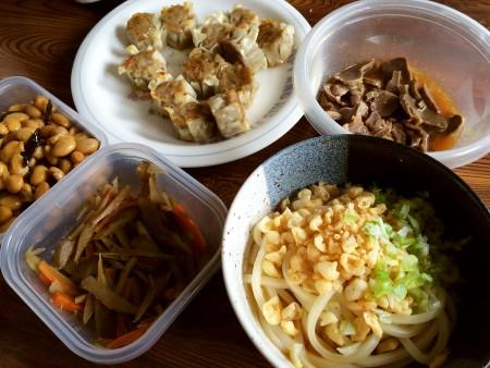 釜玉うどん、砂肝の塩ダレ炒め、焼き焼売、きんぴらごぼう、大豆の煮物