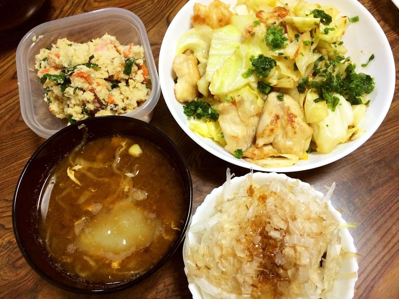 鶏胸肉の中華風さっぱり炒め、冷奴新たまねぎ乗せ、おから、キャベツととうもろこしの味噌汁