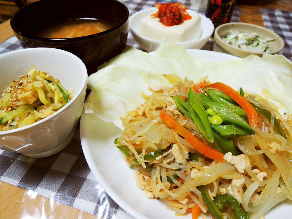糸こんにゃくのチャプチェ、切り干し大根ときゅうりの和え物、淡竹とちくわのマヨ和え、冷奴キムチ乗せ、大根の味噌汁