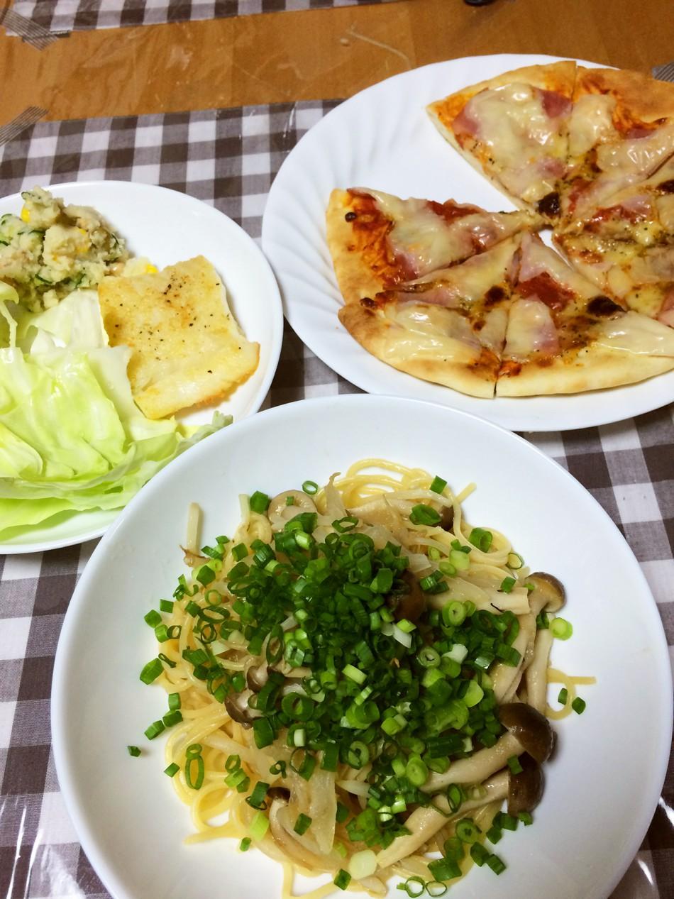 しめじとたまねぎの和風パスタ、ピザ、アブラカレイのムニエル、おからサラダ