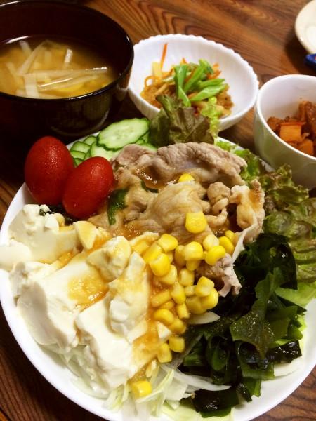 冷しゃぶサラダ、冷凍こんにゃくと大根のカクテキ風、大根と人参と油揚げのきんぴら、大根と淡竹の味噌汁