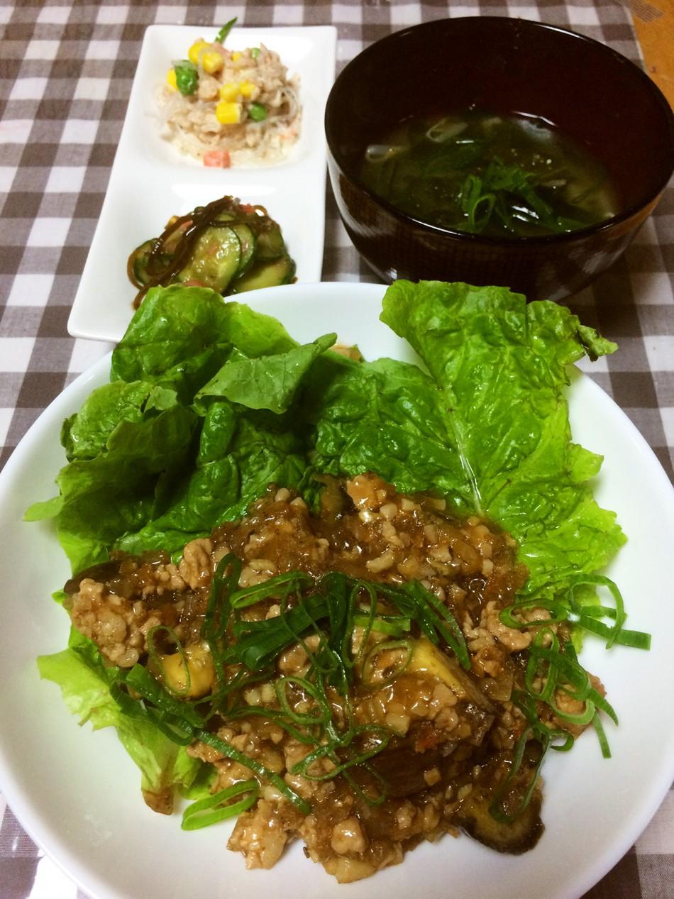 麻婆茄子、春雨サラダ、きゅうりと干し海老と塩昆布の和え物、わかめともやしの冷製味噌汁