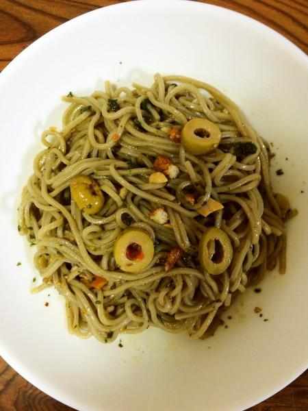 【嫁の旦那の飯】キッチンで見つけた食材で蕎麦ジェノベーゼ
