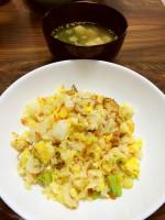 チビちゃん達も大好き。ちくわ入り玉子炒飯、おくらと豆腐の中華スープ