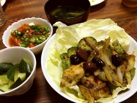 鶏胸肉とズッキーニのジェノベーゼソース炒め、冷奴トマトとオクラ乗せ、きゅうりの浅漬け、空芯菜とわかめの味噌汁