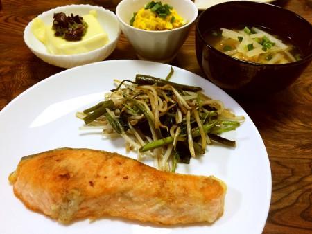 キングサーモンのムニエル、温奴イタリアン、かぼちゃのサラダ、大根と油揚げの味噌汁