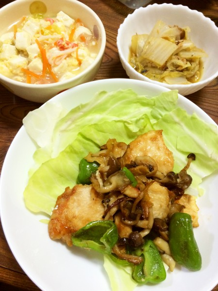 鶏胸肉と野菜の炒め物、豆腐と春雨のスープ、鯖味噌煮缶と白菜の煮物